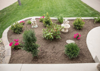 Raised flower bed with Navascape wallstone retaining wall