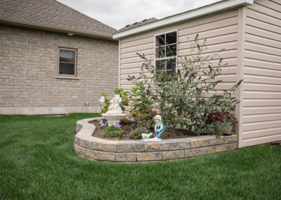Raised flower bed with Navascape wallstone